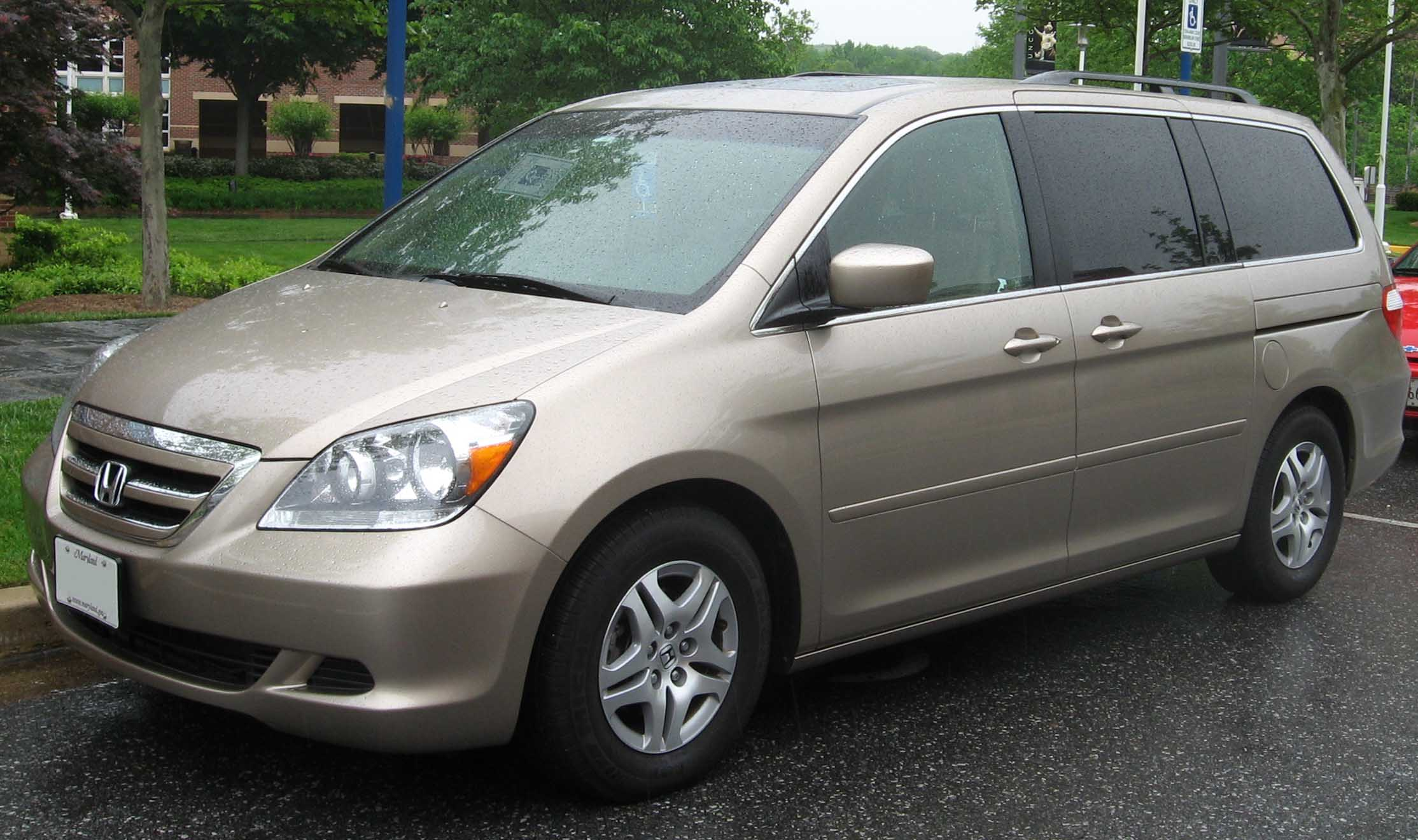 toyota ipsum vs honda odyssey which is best. Black Bedroom Furniture Sets. Home Design Ideas