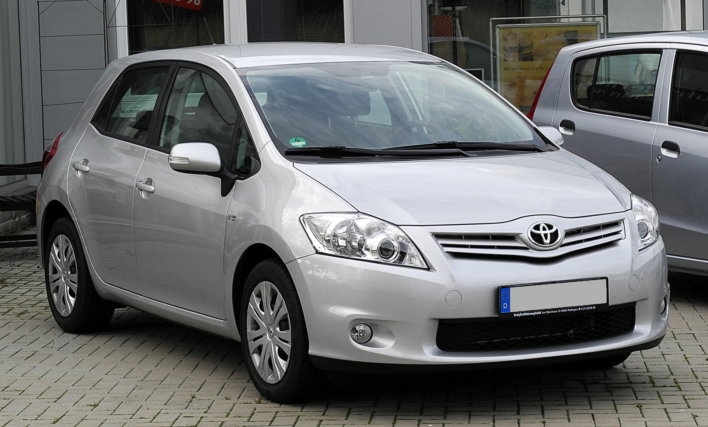 toyota auris vs yaris hatchback comparison. Black Bedroom Furniture Sets. Home Design Ideas
