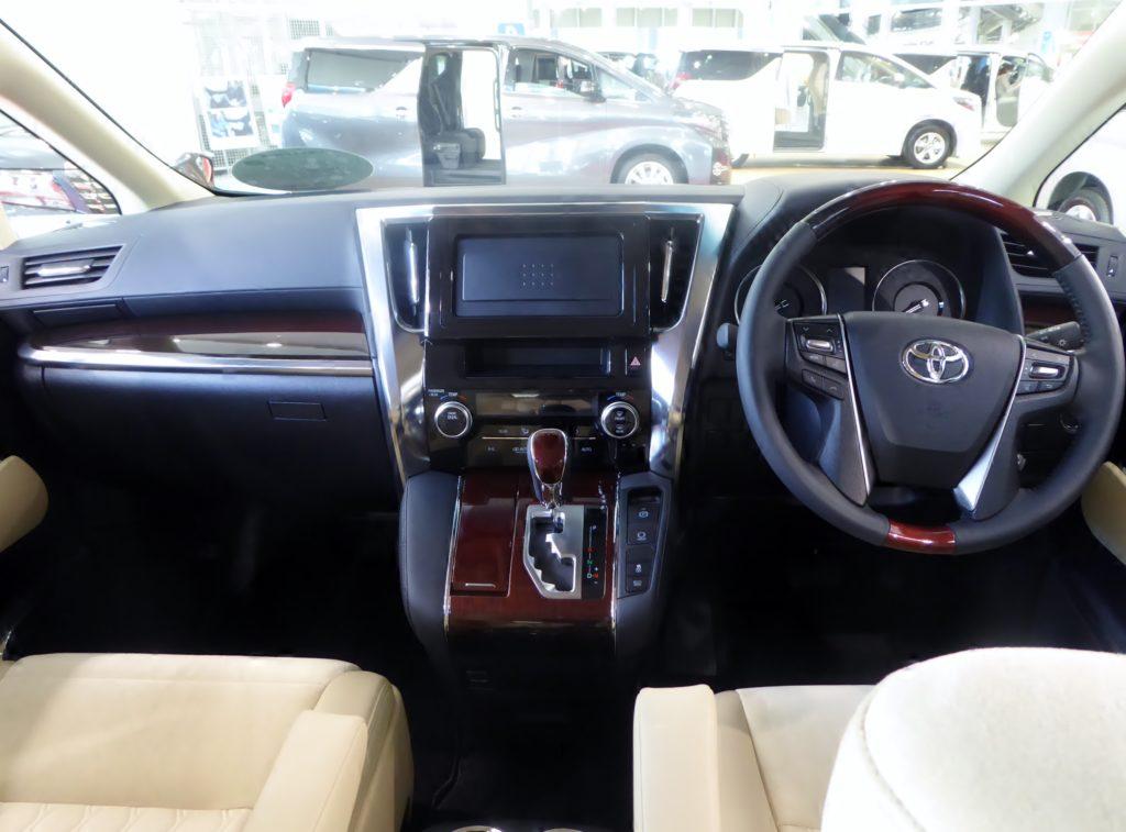 Toyota Alphard Vs  Vellfire  An Mpv Showdown