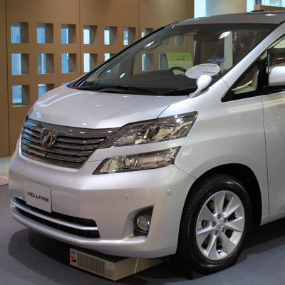 Toyota Alphard vs  Vellfire: An MPV Showdown